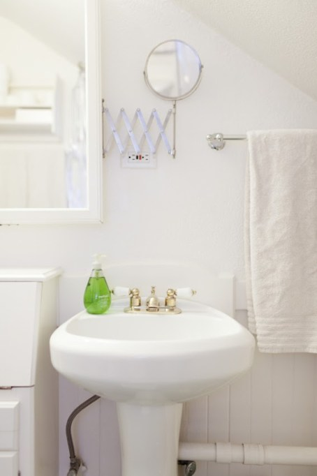 jordan-ferney-apartment-san-francisco-small-apartment-tips-bathroom-