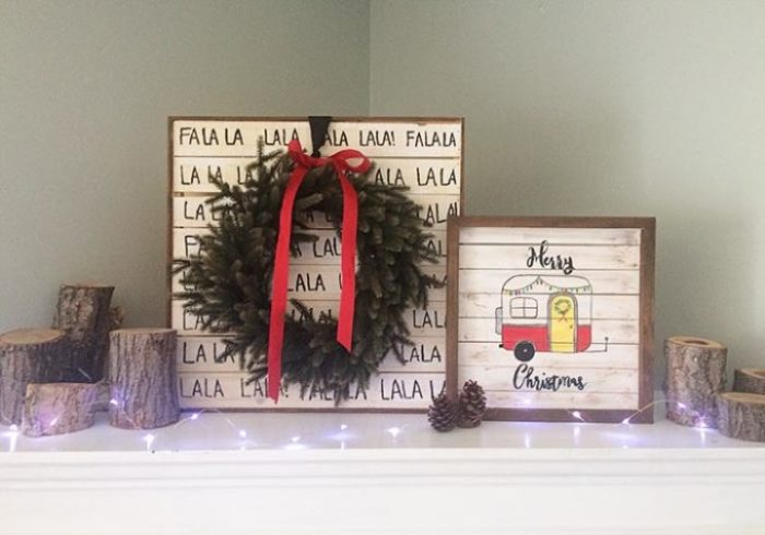 Wood pallet signs Christmas