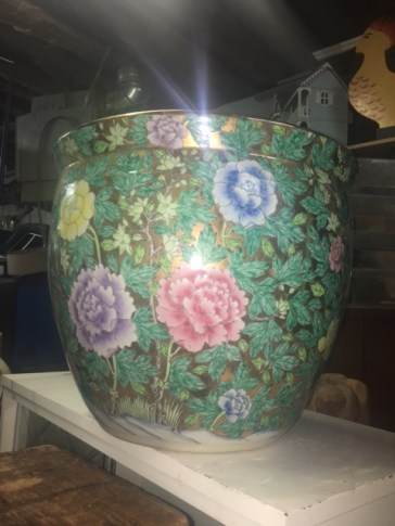 ANTIQUE LARGE PLANTER