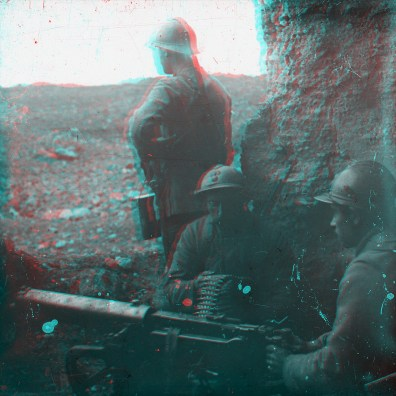 "Box00S01: ""Fort le Vause - mitrailleure en action"" (""Fort Vause - machine gun in action"")"