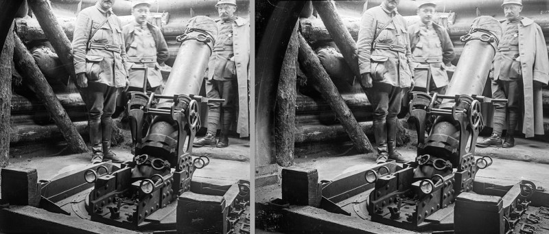 A group of soldiers standing around a VERY LARGE GUN. Amateur WWI sets are a key element of Brooklyn Stereography.