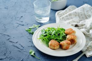 Turkey meatballs with arugula