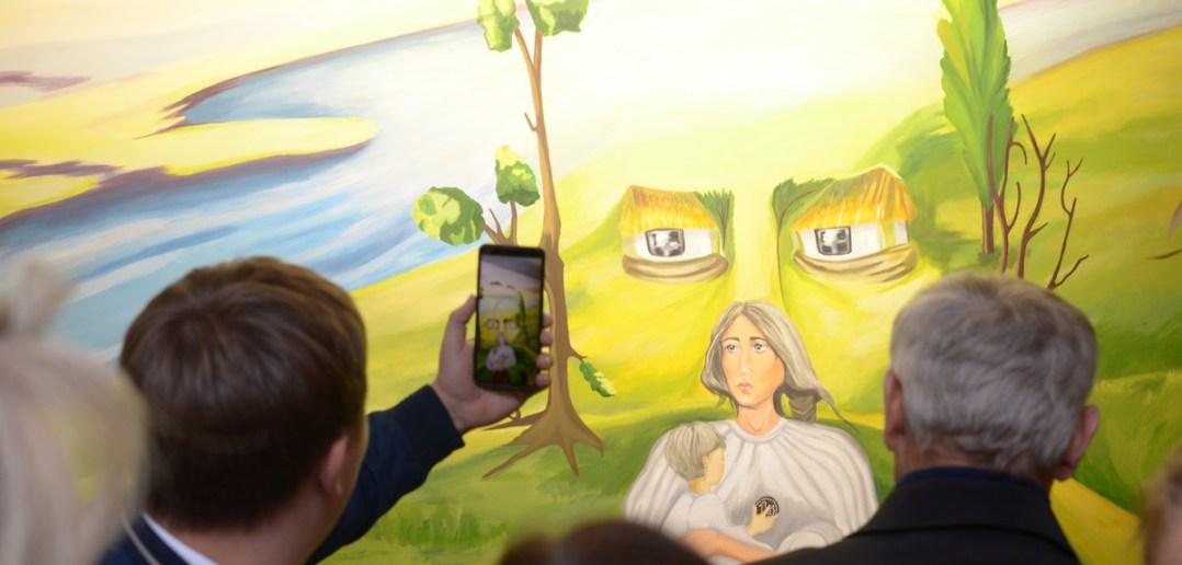 мобільний додаток читає фреску