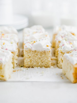 easy-lemon-sheet-cake-vanilla-frosting