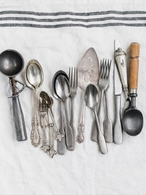 how-to-find-food-photography-props