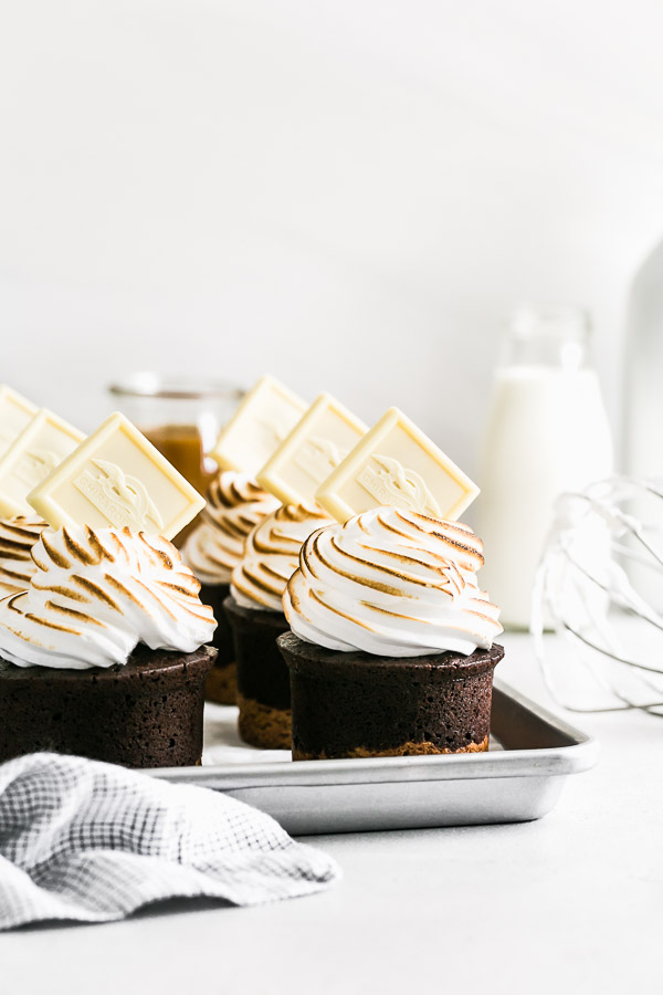 mini caramel s'mores cakes