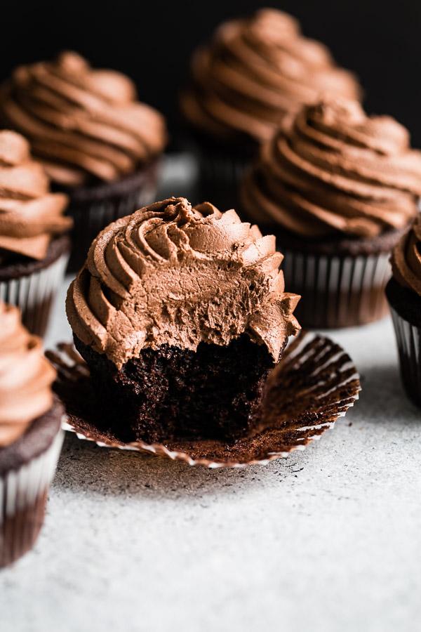 chocolate-malt-cupcakes