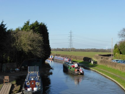 A busy canal at Huddlesford.