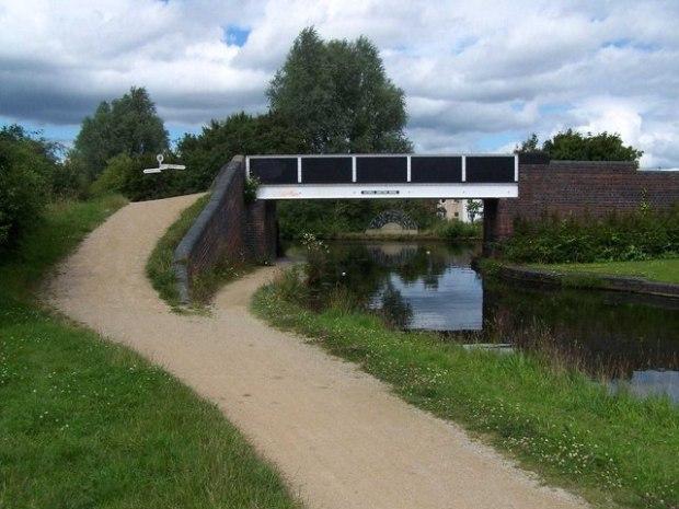 Catshill_Junction_Bridge_-_geograph.org.uk_-_881005