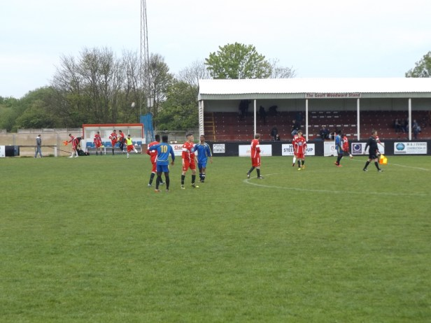 The game ends. Fine positive soccer, characterised by sporting play by both teams, and excellent refereeing and linesmanship, plus the noted positive encouragement from both dugouts made this game a delight to spectate, as all the reserve matches I have seen this season have been , in fact.