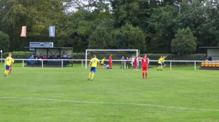Late in the second half and Uttoxeter draw level. Another fine shot and well-worked goal. Love soccer!!