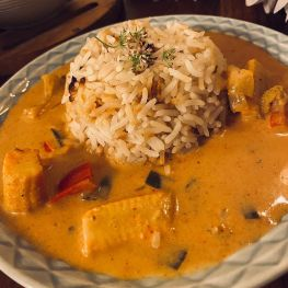 easy-red-thai-curry-steamed-rice-is-the-kind-of-hearty-ha-multip_img-2-bc45fd84.jpg