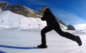 雪上をスケートのように滑るSnowFeet