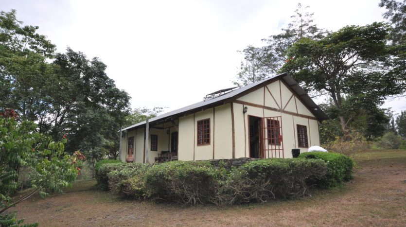 House With 7.5 Acres Border Arusha Nationak Park for Sale