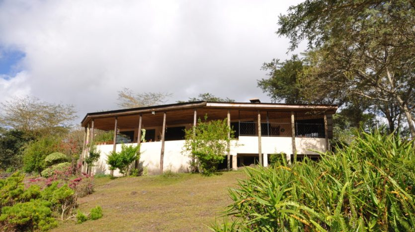 House With 7.5 Acres Border Arusha Nationak Park for Sale2