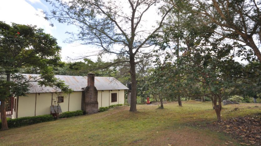 House With 7.5 Acres Border Arusha Nationak Park for Sale8