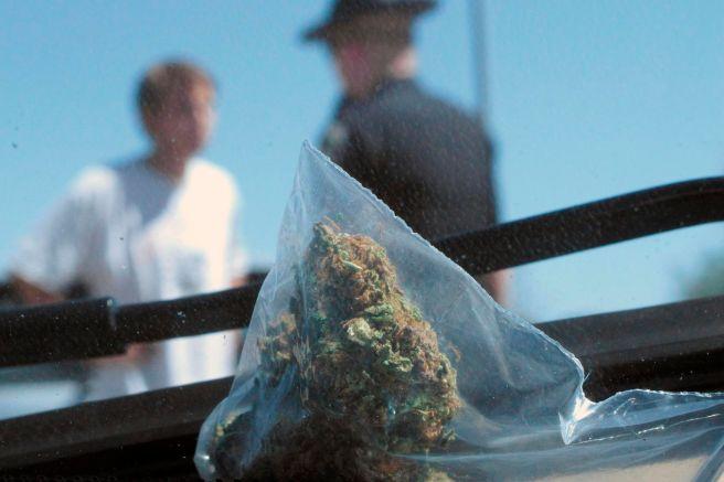 Qué pasa si me detienen por fumar marihuana