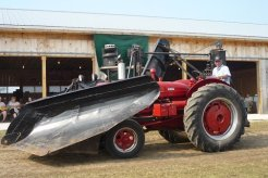 feature-tractor-5