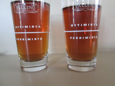 optimista pessimista 2 glasses
