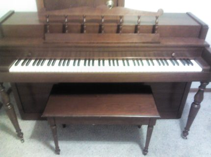 Baldwin Howard Spinet