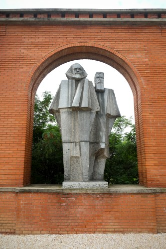 Cubist monument of Marx and Engels.