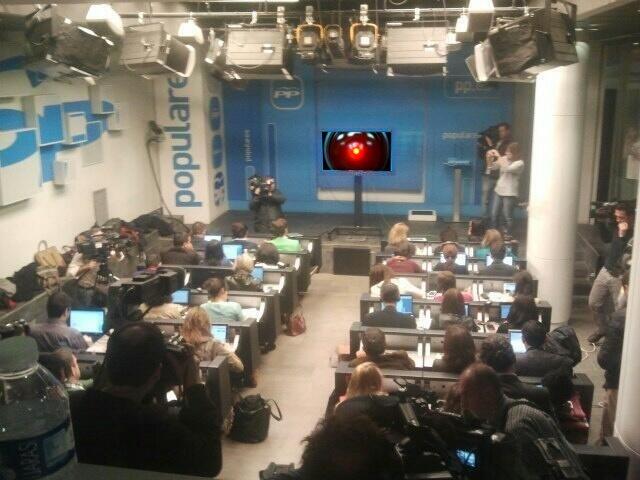 HAL 9000 en la sala de prensa del PP.