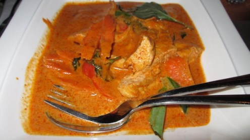 Sauce from red curry paste and peanuts, with mushrooms and tofu, 14,20€ with fried rice, 1€