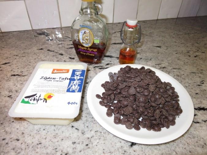 Ingredients vegan chocolate cream