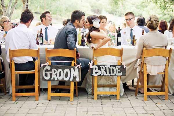 Bruidspaar op kleine bruiloft