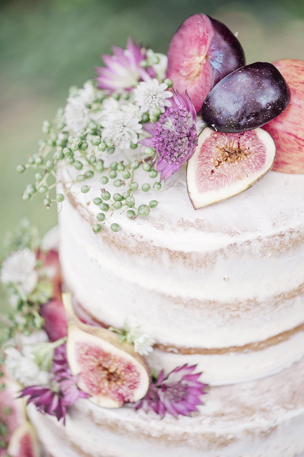 Naakte taart met vers fruit