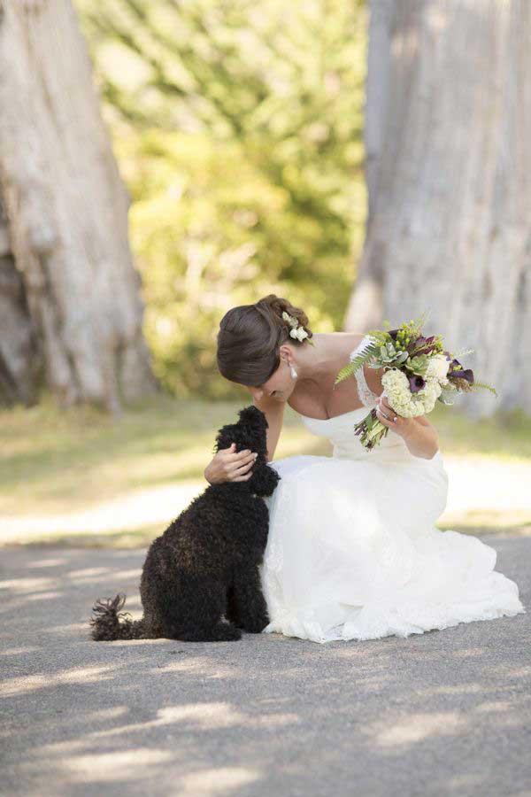Bruid met haar hond
