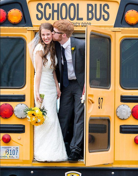 Amerikaanse schoolbus als trouwvervoer