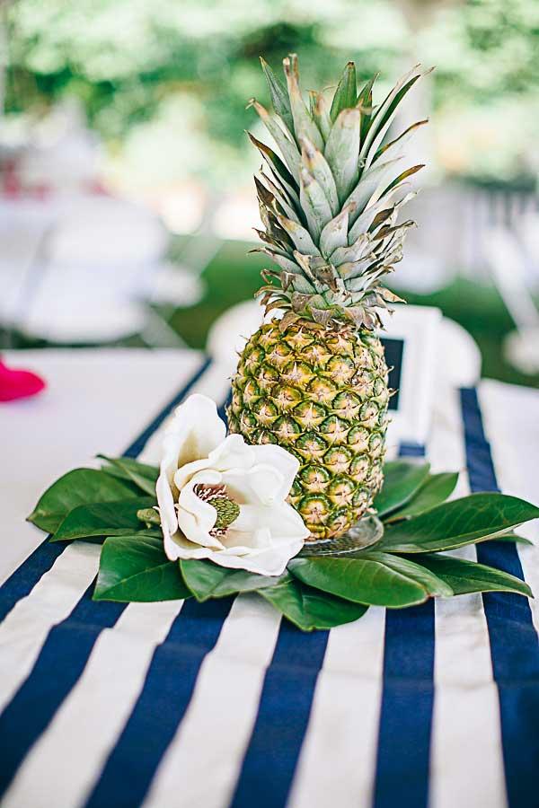 Ananas als tafel decoratie