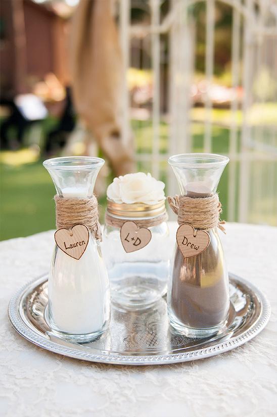Zand gieten tijdens de bruiloft ceremonie