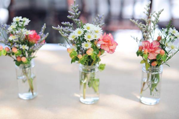Bruiloft decoratie wilde bloemen