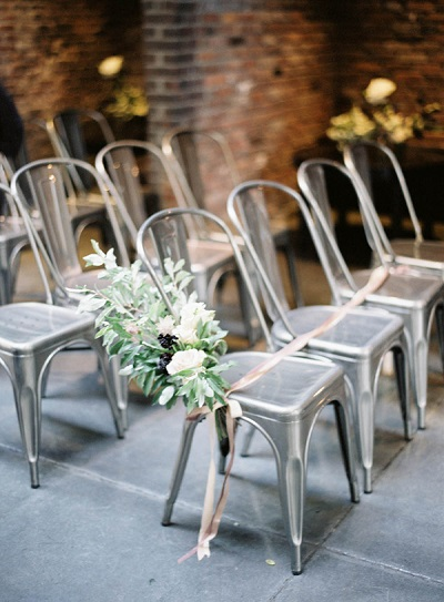 Stoelen voor bij de trouwceremonie