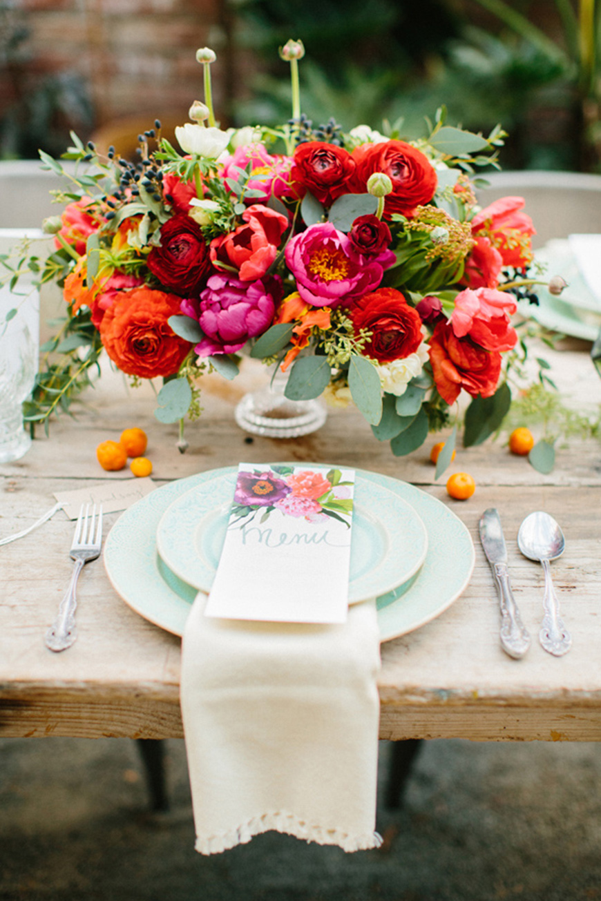 Bloemen als versiering tijdens het diner