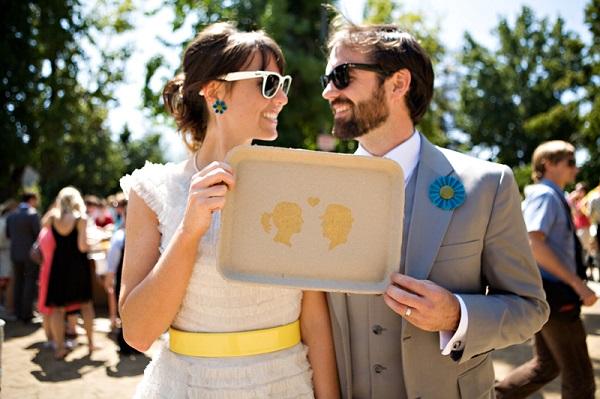 Bruidspaar met zonnebrillen