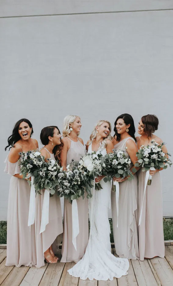 Bruid met haar bridesmaids