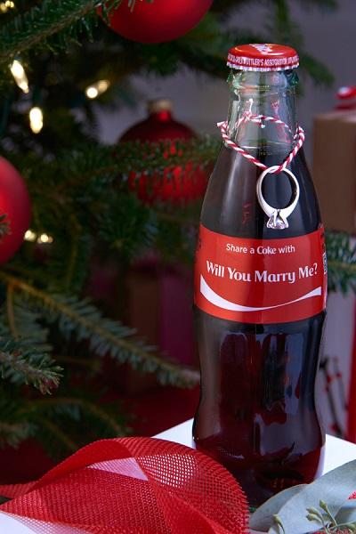 Huwelijksaanzoek met Coca Cola