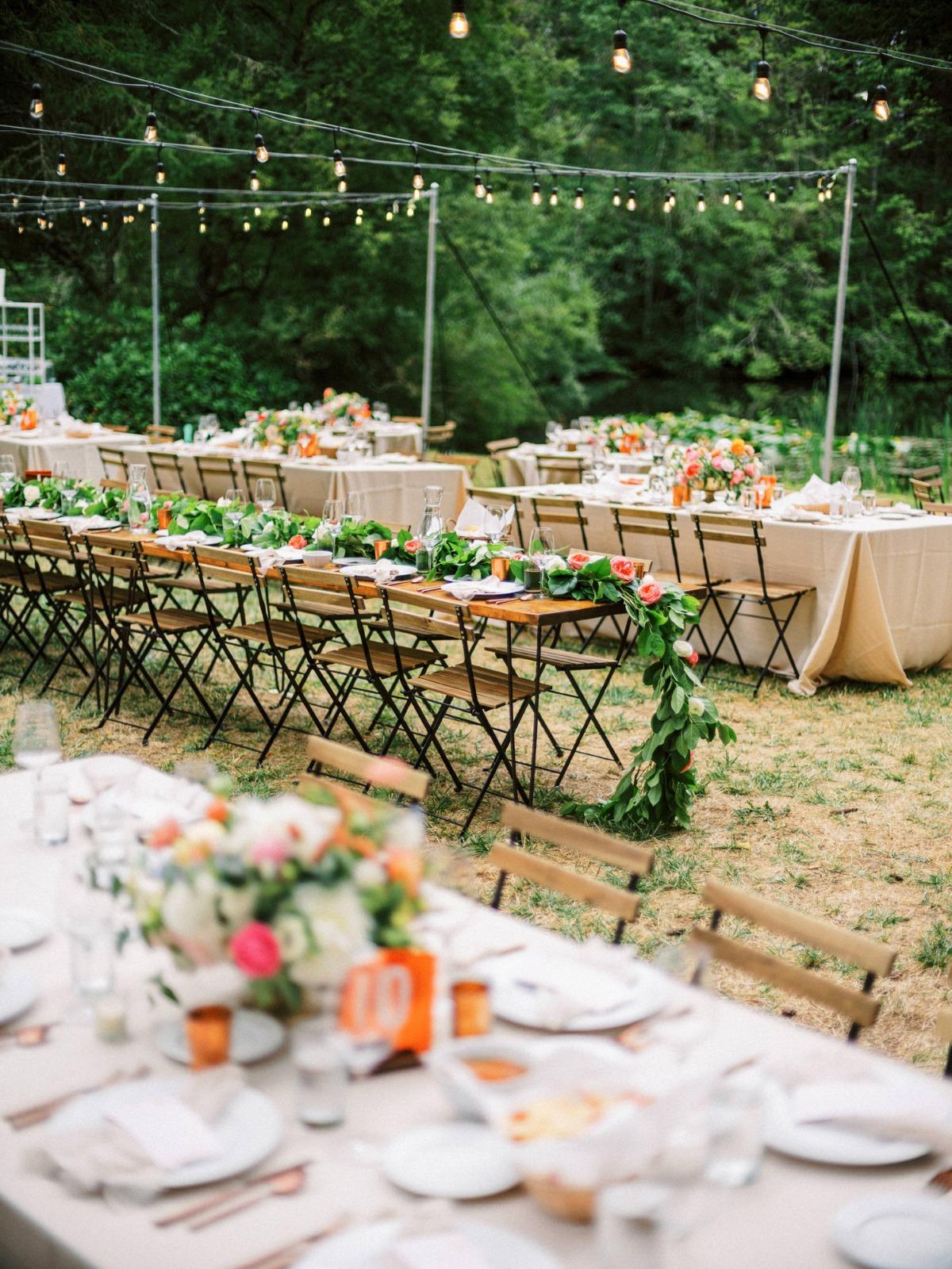 Diner bij buiten bruiloft