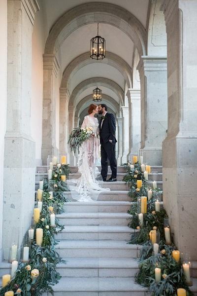 Bruidspaar bovenaan de trap