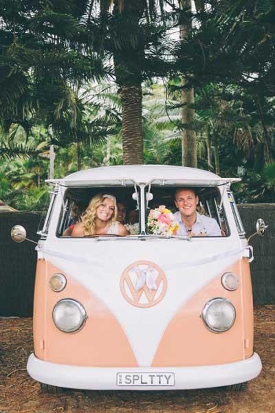 Roze Volkswagenbusje
