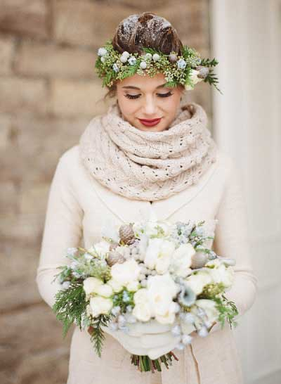 Warm blijven tijdens winterbruiloft met sjaal