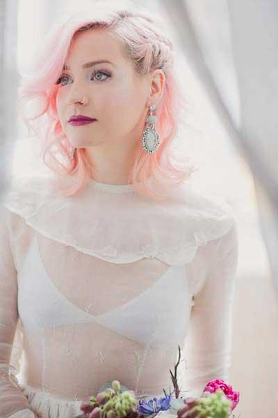 Bruid met roze gekleurde haren