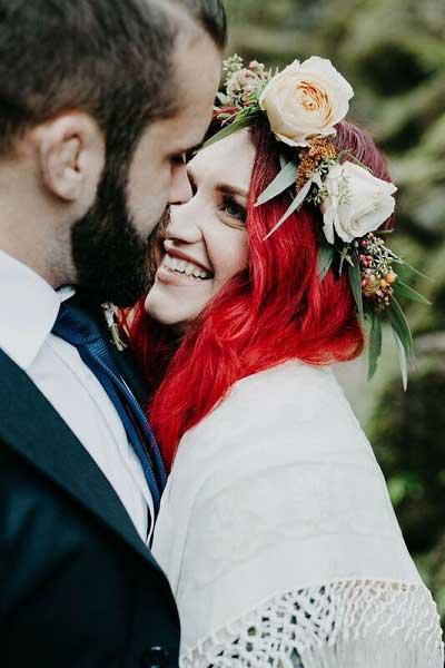 Bruid met rood gekleurde haren