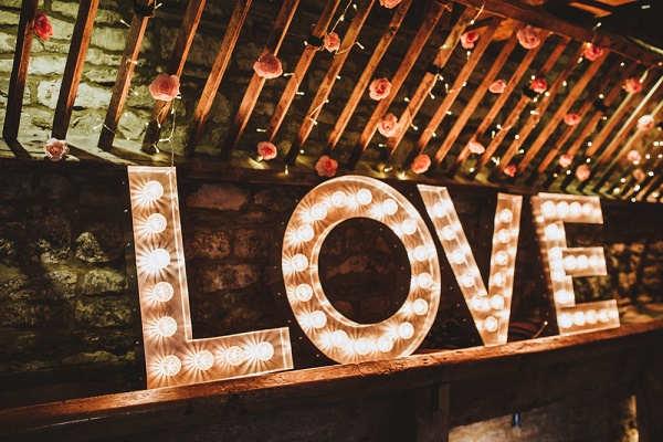 Letters Met Licht : Letters met licht als decoratie diy bruiloft inspiratie