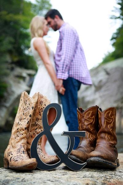 Verlovingsfoto met cowboylaarzen