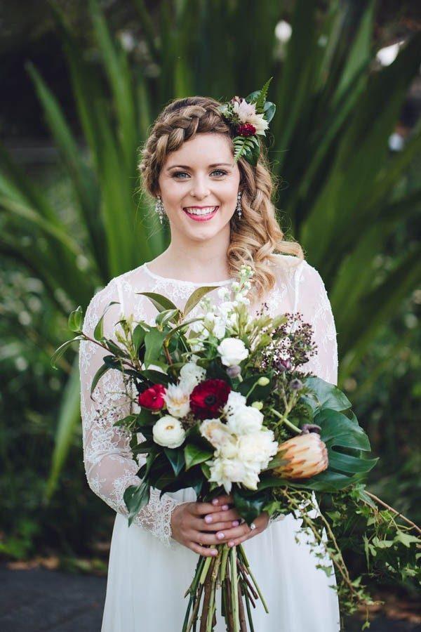 Bruid met half los haar
