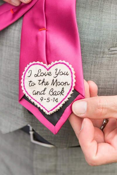 Verrassing op stropdas bruidegom